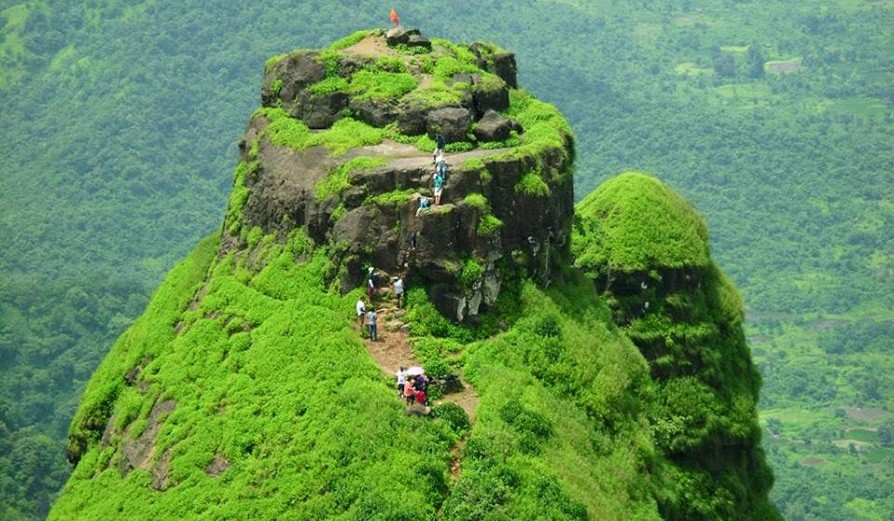 Night Trek to Kalavantin Durg