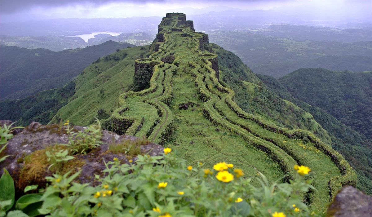 best time to visit rajgad trek